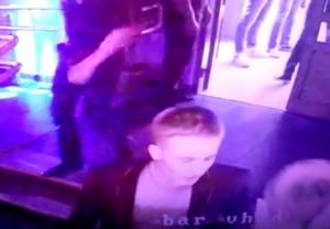 Видео парень в ночном клубе пируэт москва клуб художественная гимнастика