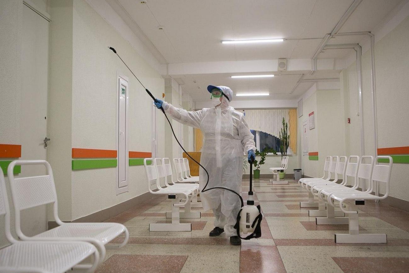 Больницы в трех регионах Беларуси возвращаются в обычный режим работы.