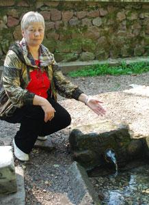 Тереза Белоусова у целебного источника
