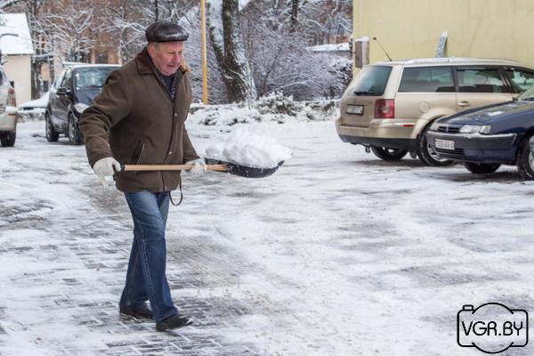 Лопата деревянная для уборки снега с черенком