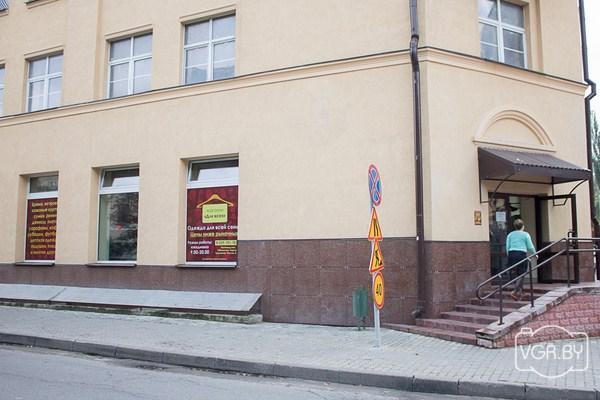 298e4f51 ... на одежду и обувь наводнили белорусские города. В народе они получили  название «тюбетейки». Месяц назад такой появился и в Гродно. «ВГ» решил  узнать, ...