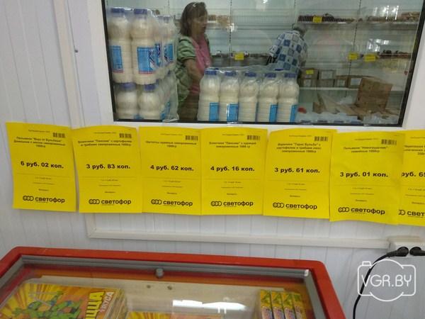 55629f26 Здесь создали отдельную холодильную комнату — как говорят в магазине, так  проще выкладывать товар техникой, а покупателю ничего не мешает искать  нужный ...